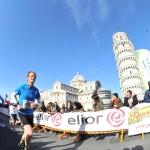 De finish van Egon op het Piazza dei Miracoli in Pisa