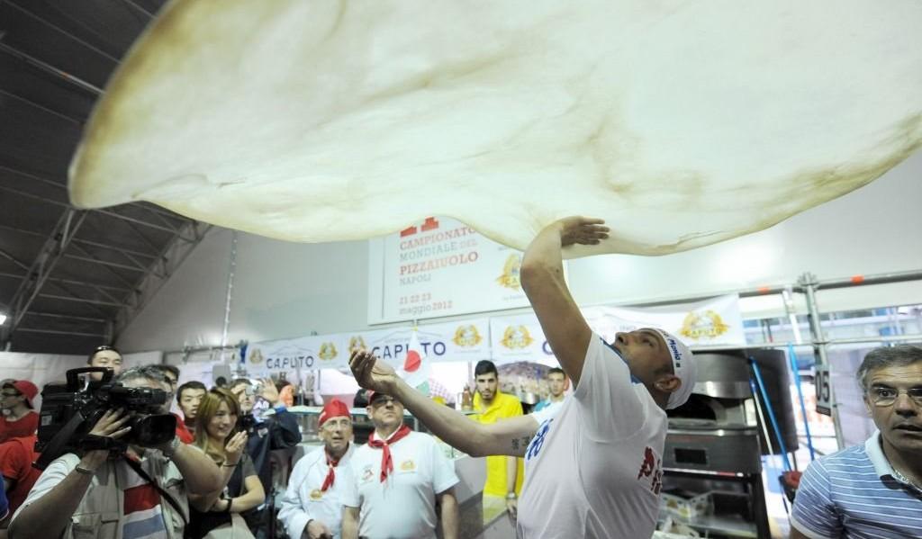 Op het WK Pizzabakken wordt ook gestreden om de grootste met de hand gemaakte pizza