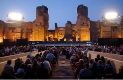 Uitzicht op het podium en de Thermen van Caracalla