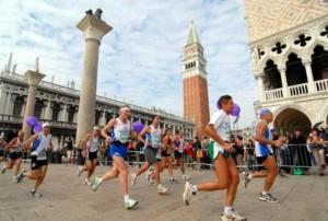 Ererondje over het San Marco plein tijdens de Venetiëmarathon