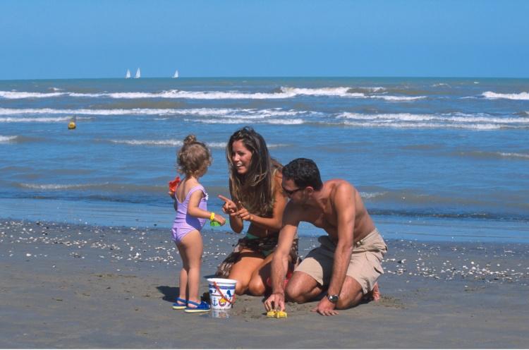 13_cervia_famiglia_in_spiaggia