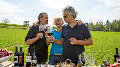 Andrea Bocelli met zijn broer en diens vrouw