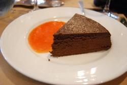 Chocoladetaart met sinaasappelsaus