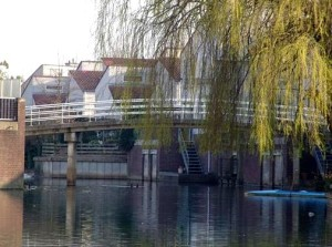 De Venetiëkade in Den Bosch. Met een beetje fantasie zie je de Rialtobrug