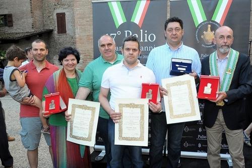 De dolgelukkige winnaars van de Palio di San Giovanni