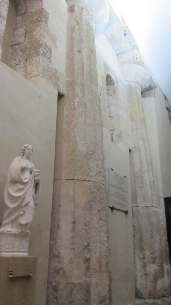De dom in Syracuse werd gebouwd op Griekse tempelzuilen
