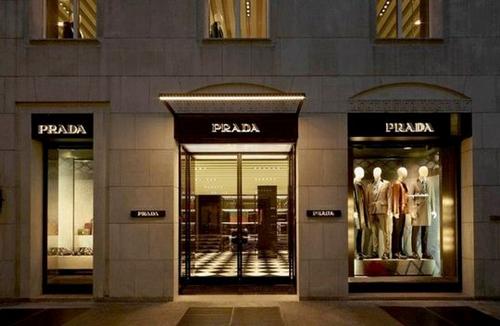 De winkel van Prada op de Via Montenapoleone