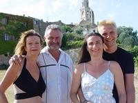 Fiorella en Peter van Wel samen met ouders Ansie en Peter