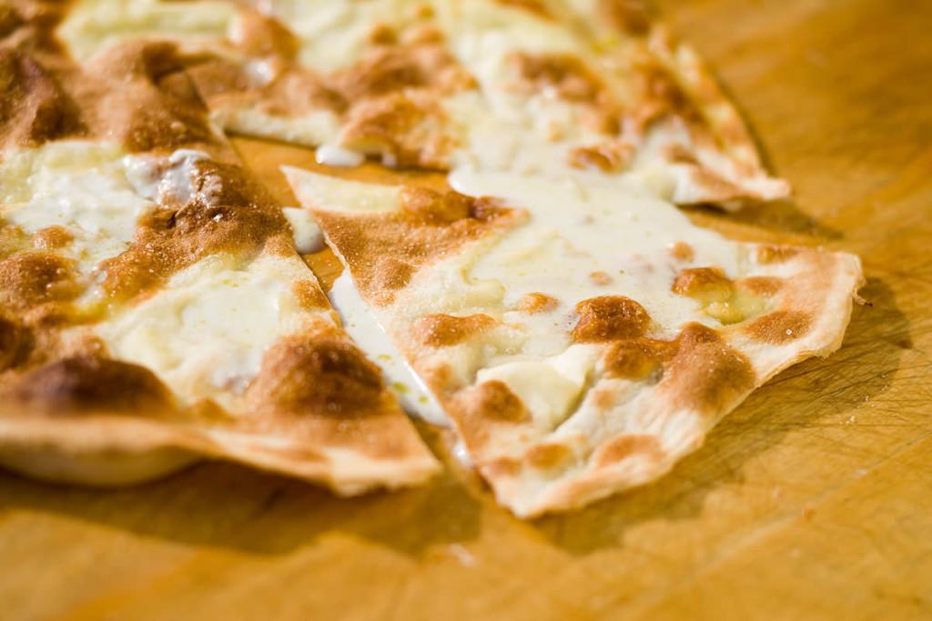 focaccia-con-il-formaggio-di-recco