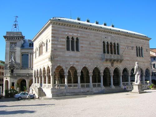 Het Loggia del Lionello op het Piazza Liberta' in Udine