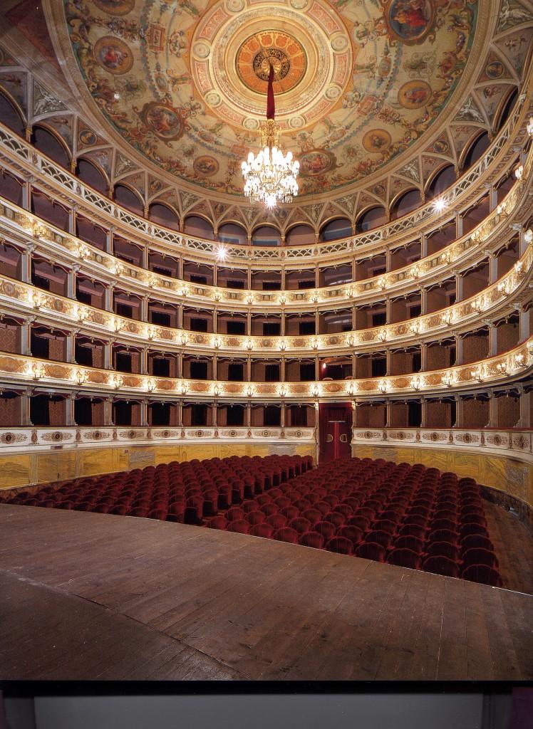 Het Teatro Nuovo in Spoleto is indrukwekkend mooi