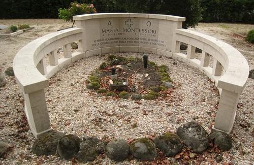Het graf van Maria Montessori in Noordwijk