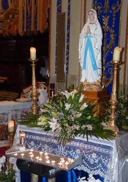 Maria van Lourdes tijdens de mis met ziekenzalving