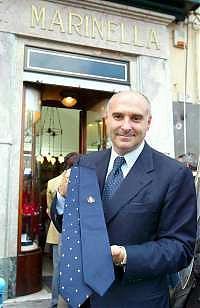 Maurizio Marinella voor de winkel in Napels