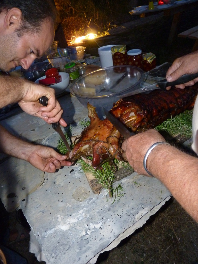 Michel neemt het varken bij de neus