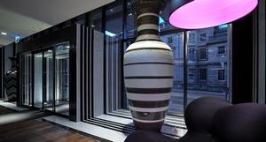 De lobby van het Missoni hotel in Edinburgh