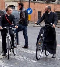 Ook de geestelijken kiezen voor de fiets