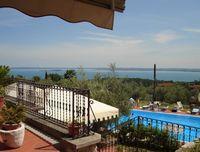 Résidence San Rocco ligt middenin het prachtige landschap rondom het Gardameer.