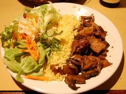 Sla, rijst en seitan (net vlees!) voor een paar euro bij Il Vegetario