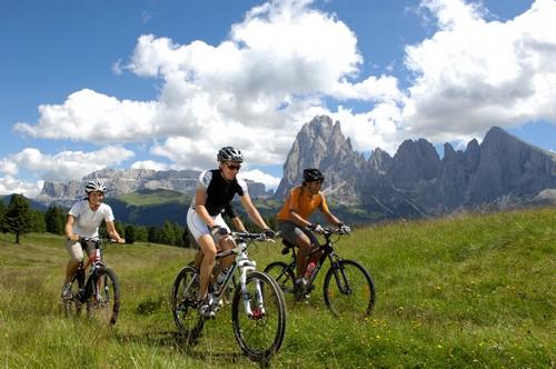 Sportieve fietsers kiezen voor de Italiaanse Alpen