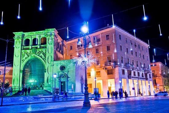 Tijdens de kerst is Lecce spectaculair verlicht