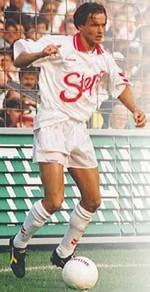 Vingino oprichter Benny Dekker in actie als voetbalprof