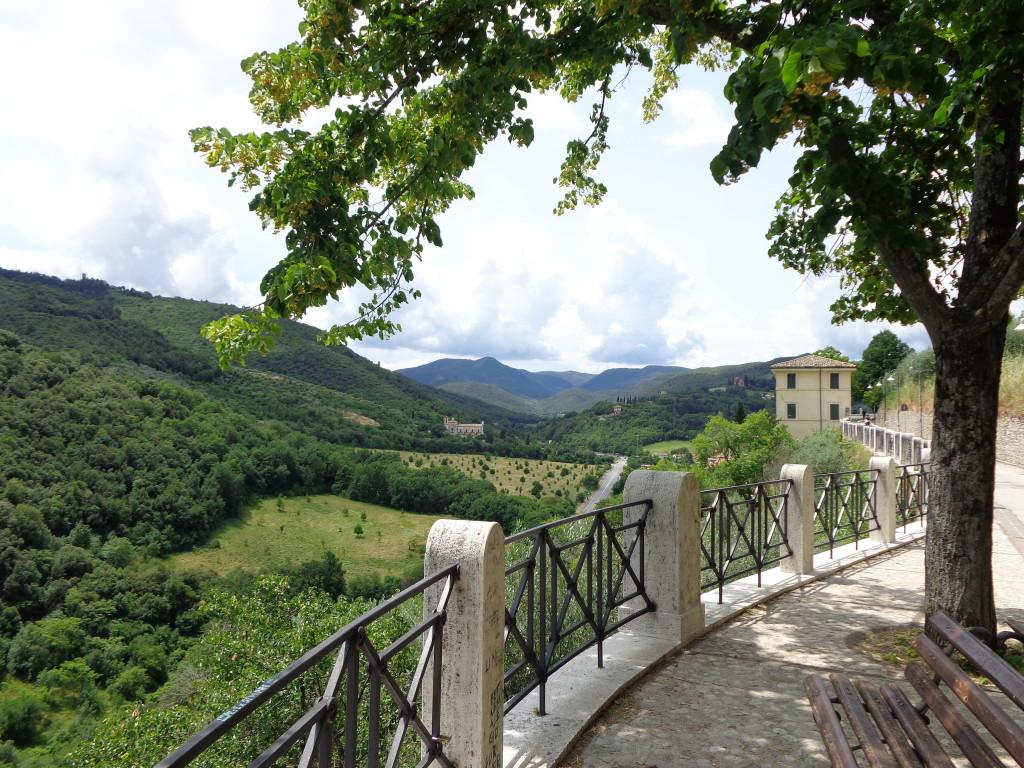 Wandelen langs de Giro della Rocca