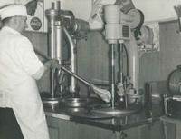 Zaetta maakt ijs in 1954