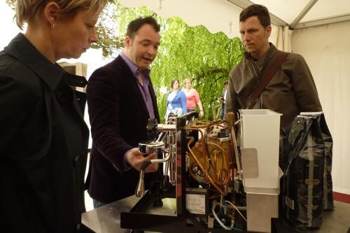 Zo werkt een espressomachine. Vakkundige uitleg in de koffiestraat van Tiramisu