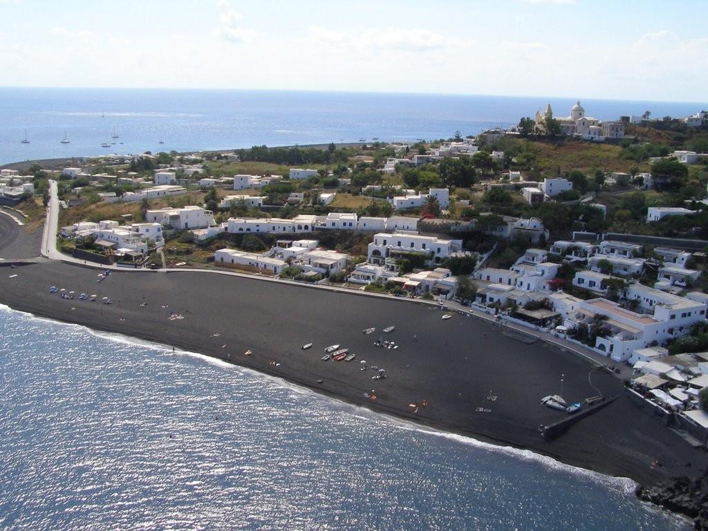 Zwart strand op Stromboli