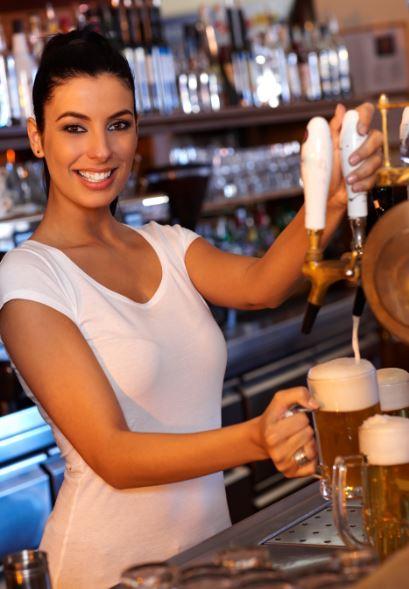 bier-tappen-dame-italie