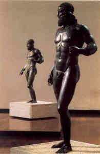 De bronzen beelden.