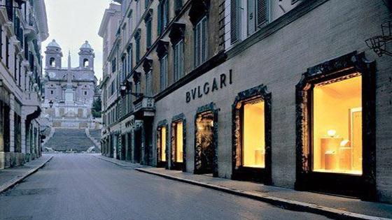De Bulgari-winkel met op een letterlijke steenworp afstand de Spaanse trappen