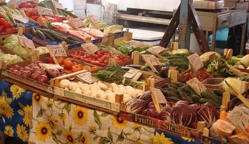 De gezellige markt in Catanië