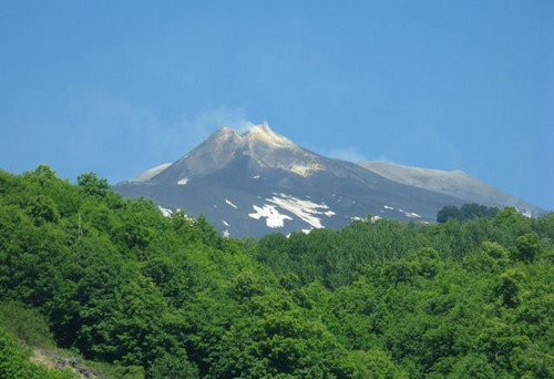 De Etna hoogste en wat Il Giornale betreft mooiste berg van italië