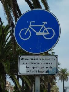 Bord voor fietpad in Italie