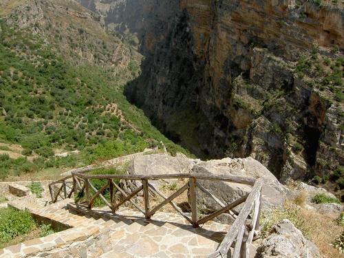 Het pad naar de kloof van de Raganello rivier