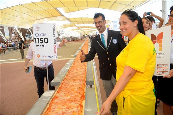 langste pizza wordt gemeten2