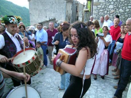 In de zomer zijn er overal gezellige dorpsfeesten.